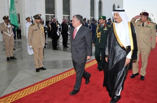 الملك السعودي يلتقي العاهل الأردني وولي عهد أبوظبي في جدة