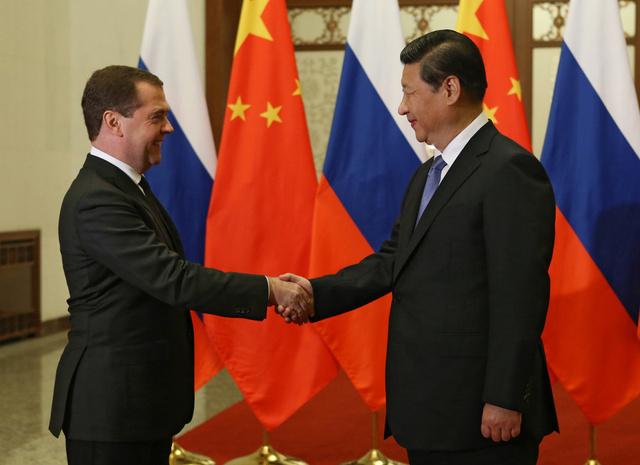 مدفيديف يشيد بالمستوى العالي للعلاقات مع الصين في لقائه مع الرئيس الصيني