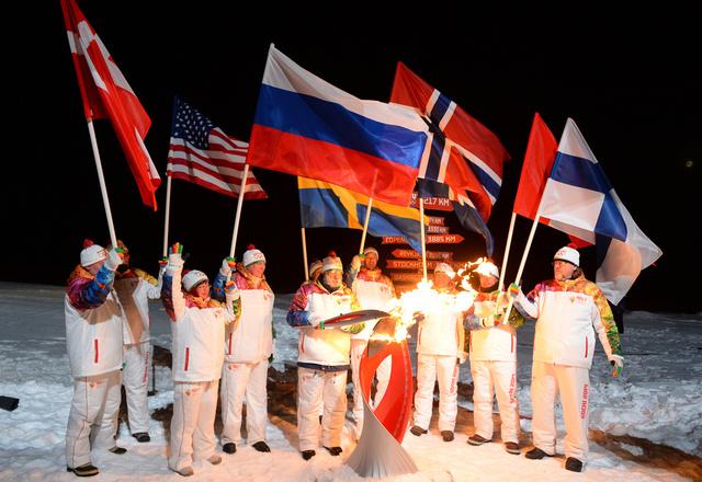 مسيرة شاقة وتاريخية للشعلة الأولمبية.. القطب الشمالي وقاع بحيرة بايكال