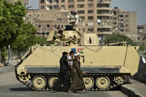 الأمن المصري يغلق ميادين القاهرة تحسبا لمظاهرات مؤيدي مرسي