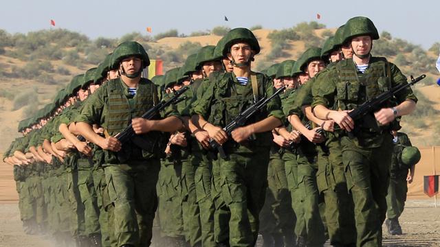 العسكريون الروس والهنود يتدربون سوية للقضاء على متمردين محتملين