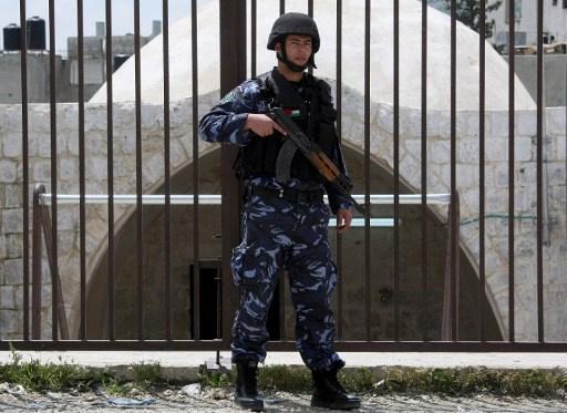 حماس تدين اعتقال طلاب فلسطينيين في الضفة حاولوا نقل شحنة ناسفة الى اسرائيل