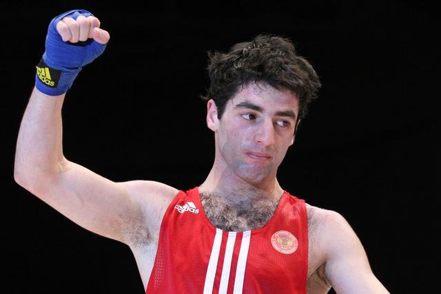 الروسي ألويان يتوج بذهبية العالم في الملاكمة
