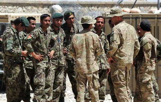 مقتل جندي افغاني واصابة عدد من العسكريين بجروح نتيجة تبادل اطلاق نار بين جنود افغان واجانب