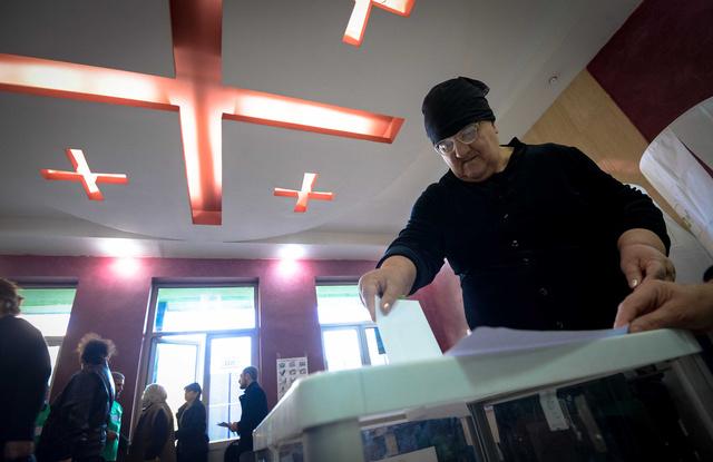 انطلاق الانتخابات الرئاسية في جورجيا وتوقعات بفوز مرشح الائتلاف الحاكم
