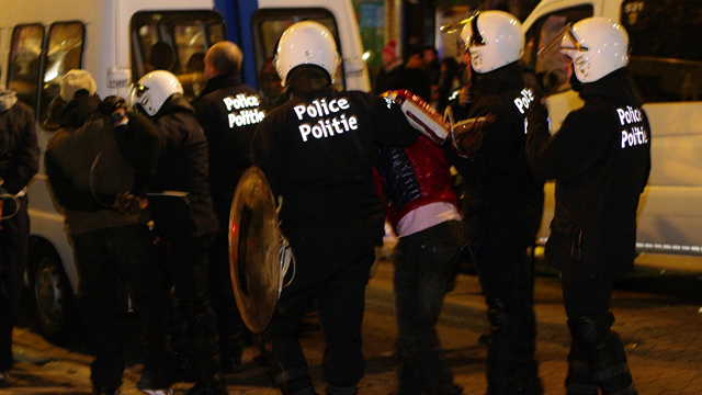 حرامي يعض رجل شرطة بلجيكي لينقل له مرض الايدز