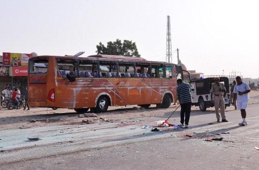 الهند.. مصرع 44 شخصا في حادث سير أدى الى احتراق حافلة.. ومقتل اثنين في انفجار بموقف للحافلات