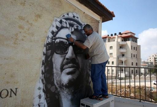 السفير الفلسطيني في موسكو: الخبراء الدوليون يقتربون من انتهاء التحقيق في أسباب وفاة عرفات