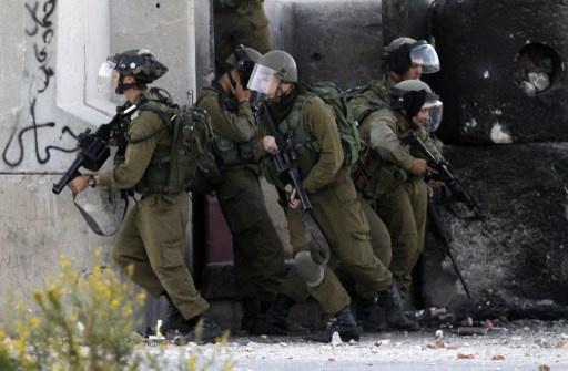 مقتل شاب فلسطيني برصاص الجيش الإسرائيلي واعتقال 16