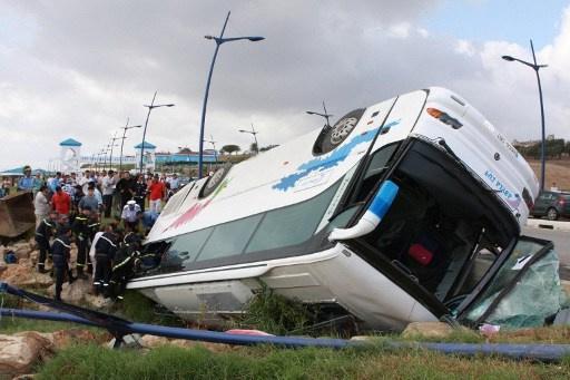 مقتل 12 شخصا وإصابة 30 بانقلاب حافلة في المغرب