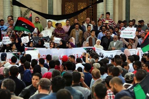 ليبيا تتظاهر لإخلاء العاصمة الميليشيات