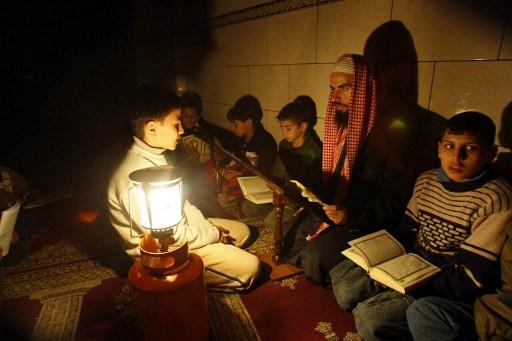 اسرائيل توقف تزويد السلطة الفلسطينية بالوقود.. وتوقف محطة الكهرباء في قطاع غزة
