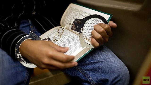 أمريكي يواجه القضاء بسبب كتاب استعاره واحتفظ به لنفسه