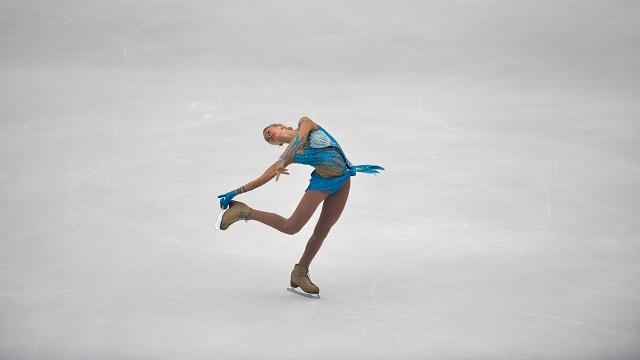 الروسية بوغوريلايا تتوج بذهبية جائزة الصين الكبرى للتزحلق الفني على الجليد