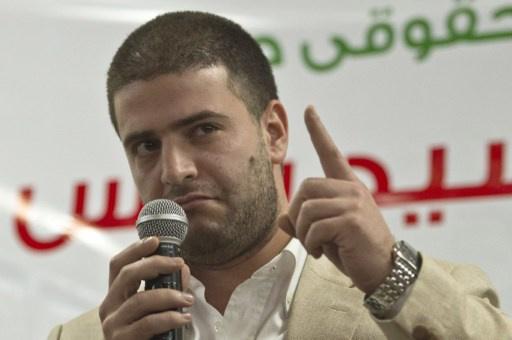 قبيل محاكمة والده.. سلطات مطار القاهرة تمنع أسامة مرسي من مغادرة البلاد