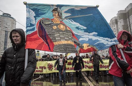 مسيرات مطالبة بالحد من قبول العمال الأجانب تجري في عدد من المدن الروسية