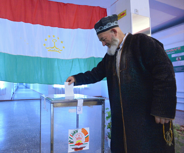 توقعات باعادة انتخاب امام علي رحمن لولاية جديدة في طاجيكستان
