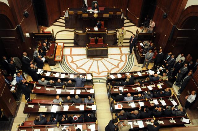 لجنة الخمسين تعلن إقرار 65 مادة بمسودة الدستور المصري.. وتدشين حسابين لها في