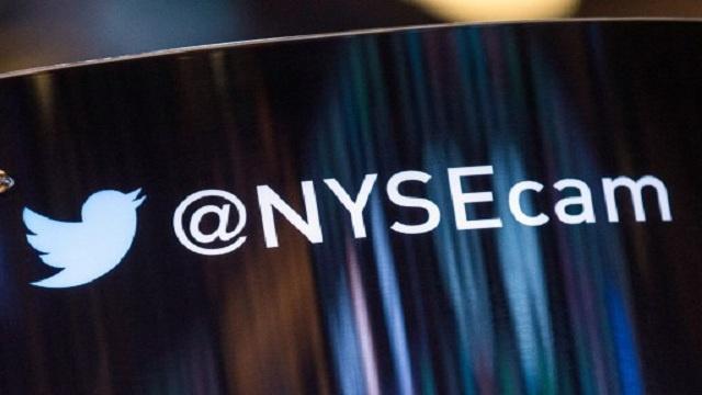 شعار تويتر على جدار بورصة نيويورك، الأربعاء 6 نوفمبر/تشرين الثاني 2013