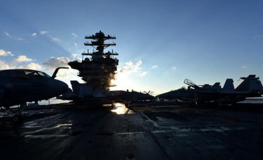عبور حاملة طائرات ومدمرة أمريكيتين من البحر المتوسط إلى البحر الأحمر