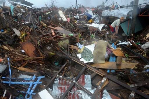 مقتل 10 آلاف شخص على الأقل في إعصار