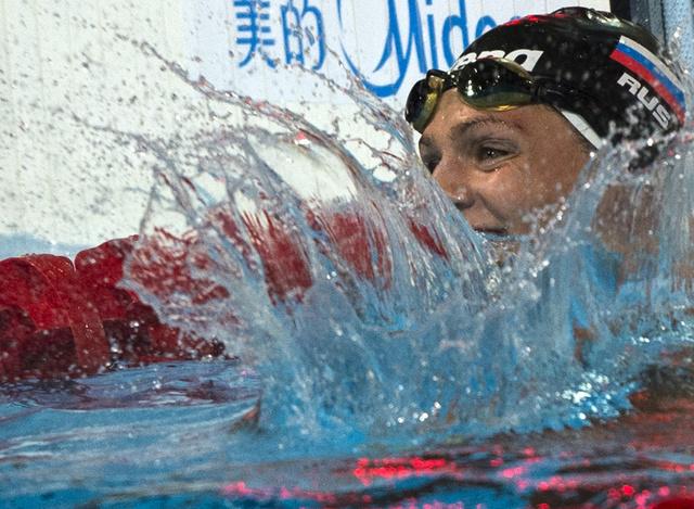 السباحة الروسية يفيموفا تتوج بذهبية العالم في سباق 200 متر