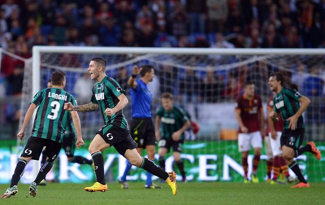 روما يواصل نزيف النقاط بالتعادل مع ساسولو