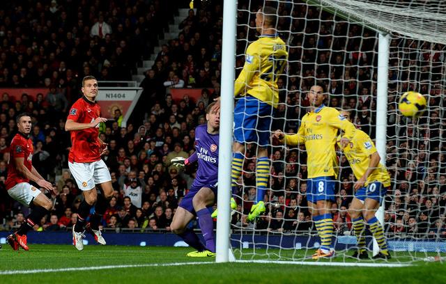 فان بيرسي يقود مانشستر يونايتد للفوز على أرسنال