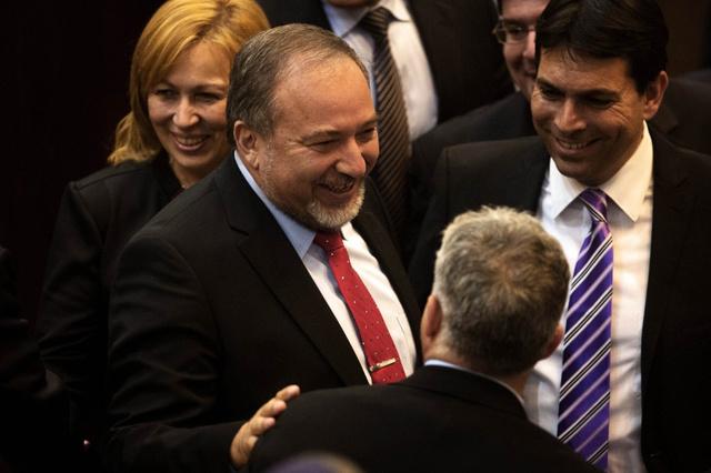 عودة ليبرمان للخارجية تهدد بنسف مفاوضات السلام