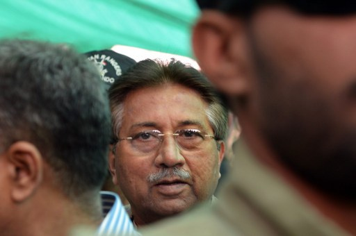 مشرف يطلب من القضاء الباكستاني رفع حظر السفر المفروض عليه