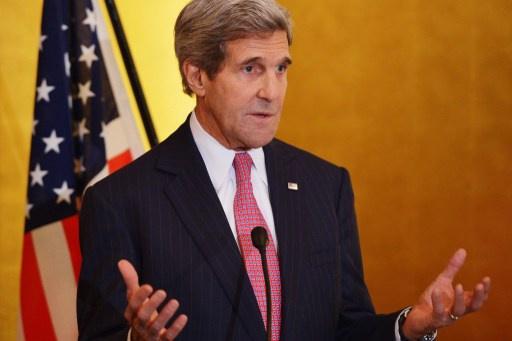 كيري يسعى لإقناع الكونغرس بعدم فرض عقوبات جديدة على طهران