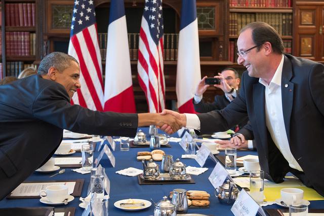 هولاند وأوباما يؤكدان ضرورة الحصول على ضمانات من إيران بشأن برنامجها النووي