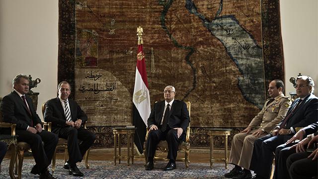 منصور يستقبل لافروف وشويغو بحضور فهمي والسيسي