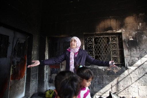 اختناق أطفال فلسطينيين بعد إضرام مستوطنين النار في منزلهم