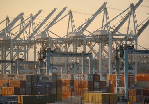 ارتفاع العجز التجاري الأمريكي والواردات عند أعلى مستوى في عام