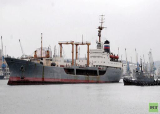 سفينة إمداد روسية في قاعدة بحرية بمصر