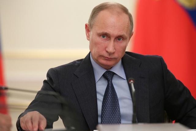 بوتين يبحث مع مجلس الأمن الروسي الملفين الإيراني والسوري