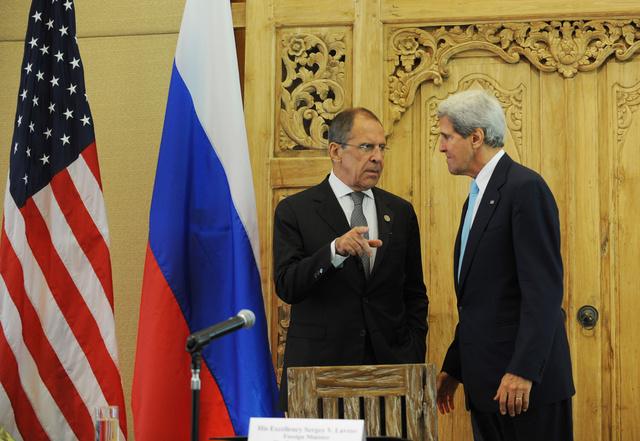 الخارجية الروسية تنفي الإشاعات حول اتفاق مزعوم بين لافروف وكيري على مواعيد