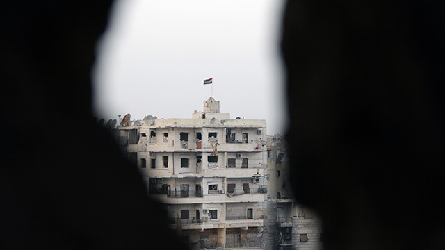 مقتل أحد قادة لواء التوحيد وجرح اثنين في غارة جوية على حلب