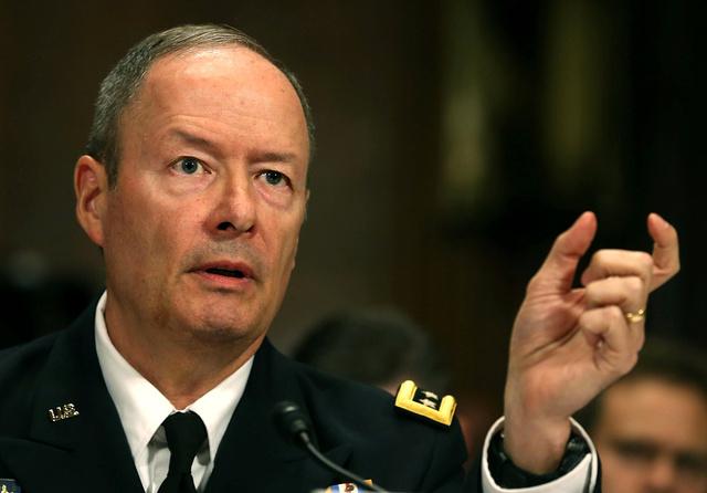 مدير وكالة الأمن القومي الأمريكية: سنودن سلم للصحفيين نحو 200 ألف وثيقة سرية
