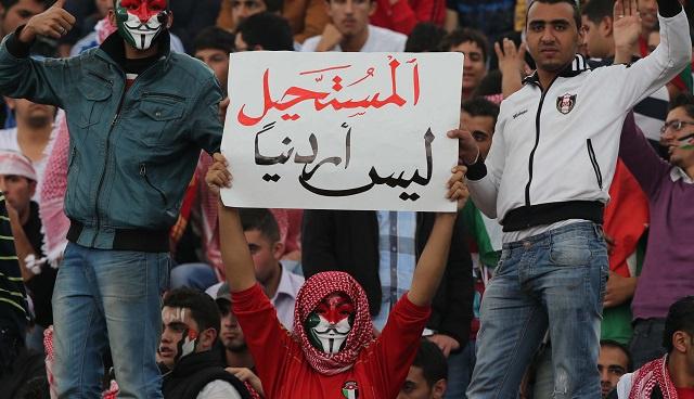 بالفيديو .. فرحة الأردنيين بهدف كافاني الخامس في مرماهم