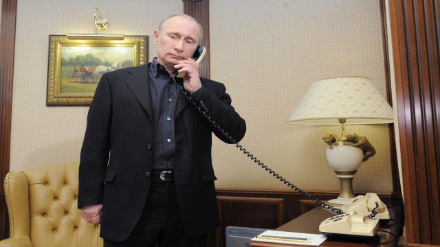 بوتين ومنصور يبحثان هاتفيا الوضع في سورية ونتائج زيارة لافروف وشويغو