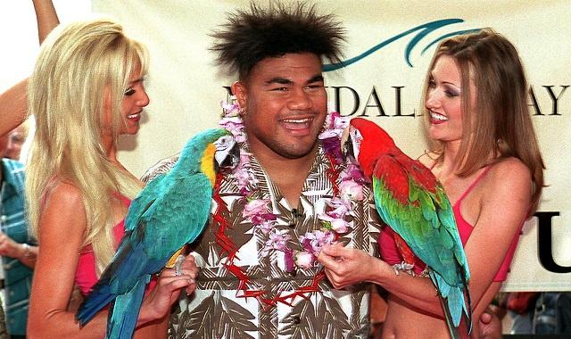 الملاكم النيوزيلندي الشهير ديفيد توا يعلن اعتزاله