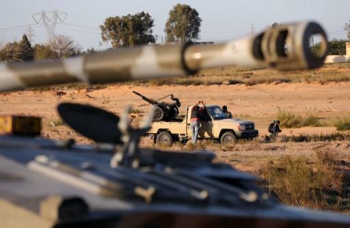 إضراب عام حدادا على أرواح الضحايا في طرابلس وإعلان حالة الطوارئ