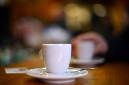 تناول القهوة بعد الـ 5 مساء يقصّر النوم ساعة