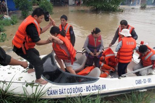 أكثر من 30 قتيلا بسبب الفيضانات وسط فيتنام