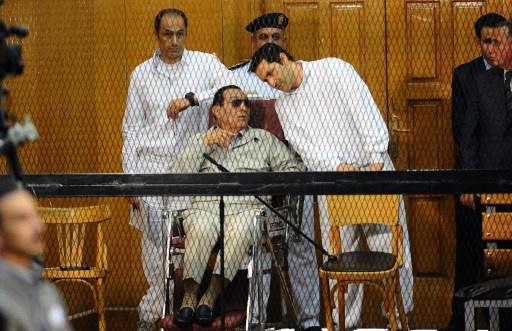 تأجيل محاكمة حسني مبارك ونجليه ومساعديه إلى الاثنين