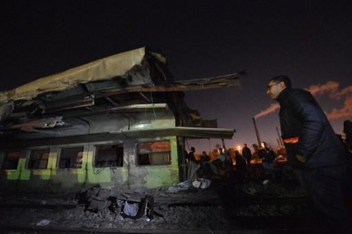مقتل العشرات في حادث اصطدام قطار بحافلة بالقرب من القاهرة