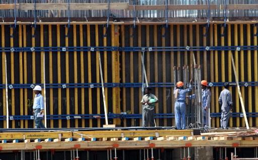 العفو الدولية تعرب عن قلقها من وجود انتهاكات لحقوق العمال الوافدين الى قطر