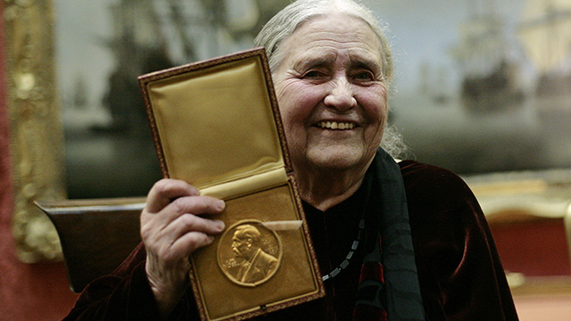 وفاة الروائية البريطانية دوريس ليسينغ الحائزة على جائزة نوبل